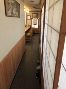 あかだま寿司店内1