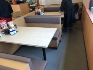 かつや テーブル席1