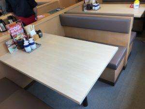 かつや テーブル席2