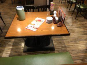 あじへい テーブル席