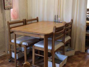 やまちゃんち テーブル席2