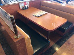 サイゼリヤ テーブル席
