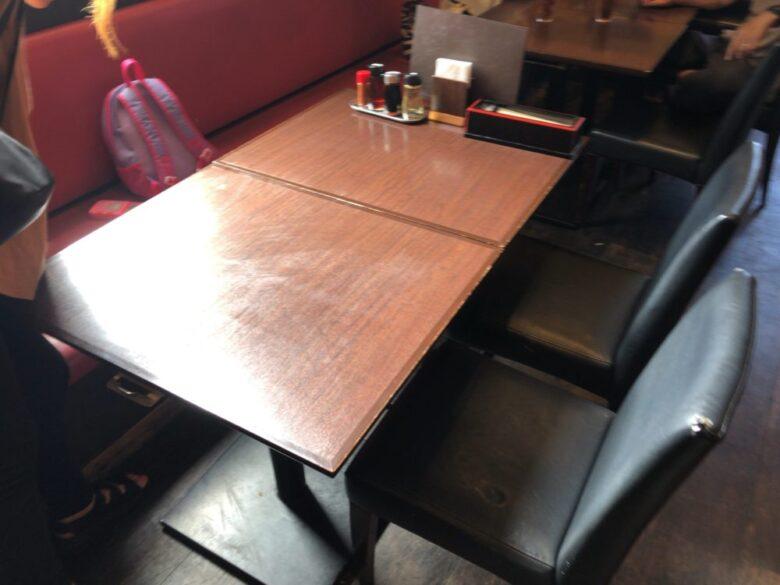 蔵deラーメン テーブル席